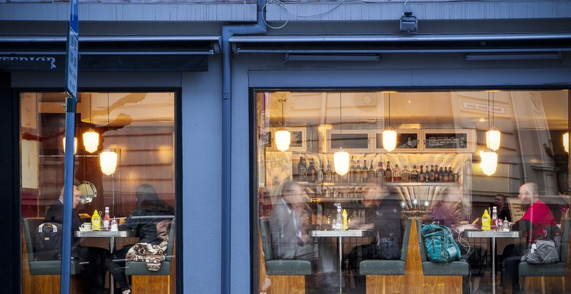 Populære Nighthawk Diner åpnet nylig 50 meter fra inngangsdøren, her vil du kunne nyte Amerikansk mat.