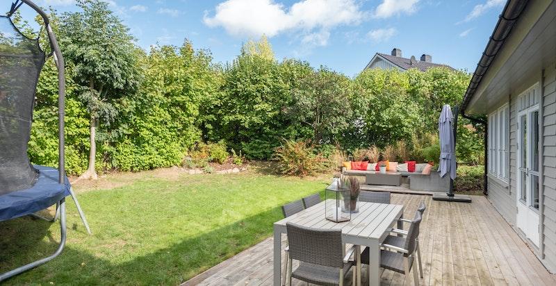 Hagen ligger vestvendt og har derfor gode solforhold.