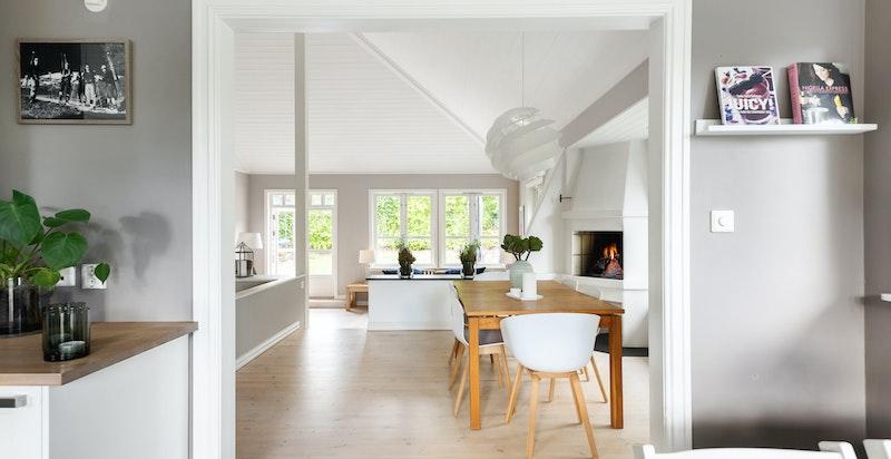 Gjennomgående lys fra kjøkken til stue