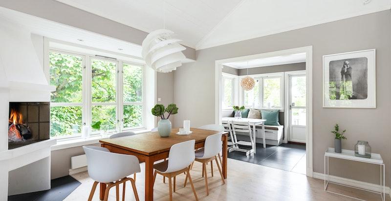 Åpen stue / kjøkkenløsning er med på å maksimere arealutnyttelsen i dette huset.