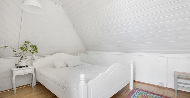 Hyggelig rom som i dag brukes som soverom (ikke godkjent)