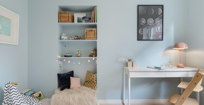 Soverommet har god plass til skrivebord og om ønskelig garderobeskap eller kommode