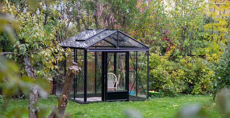 Nytt drivhus som ble anlagt i år. Både det og plantekasser for den som ønsker.