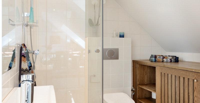 Gjestebad med opplegg for vaskemaskin og tørketrommel