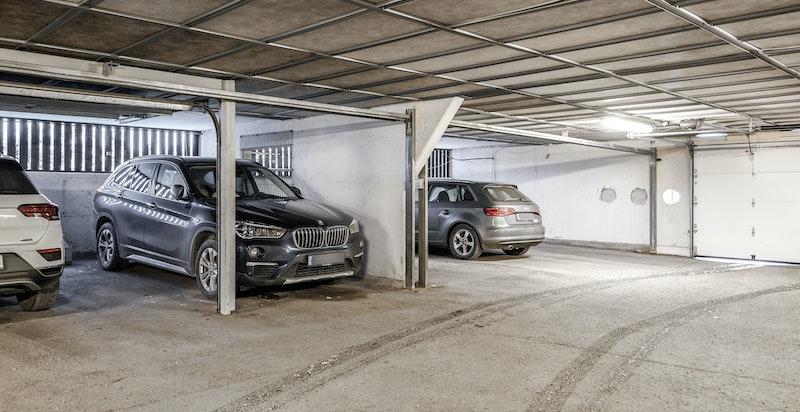 Medfølgende garasjeplass i fellesanlegg
