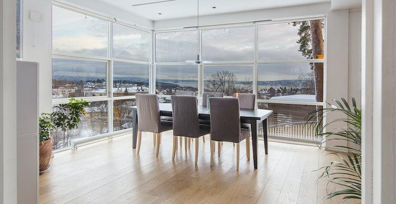 Utsikten fra spisestuen - Fantastisk utsikt over byen og Oslofjorden