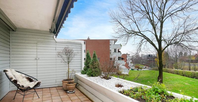 Vestvendt terrasse med pent utsyn og gode solforhold