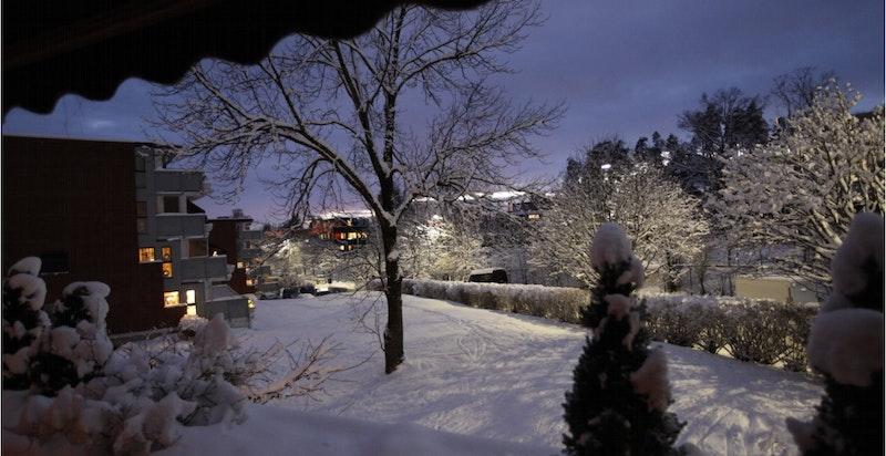 Utstyn fra vestvendt terrasse en vinterkveld