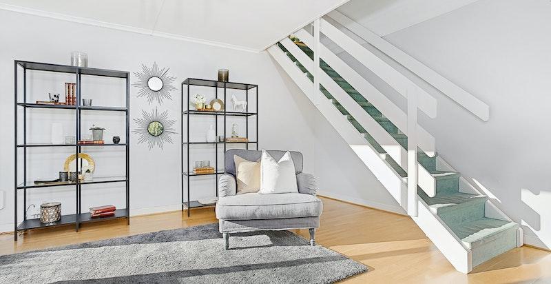 Stuen i u. etasjen er svært romslig og det er mulighet for å etablere et ekstra soverom ved behov