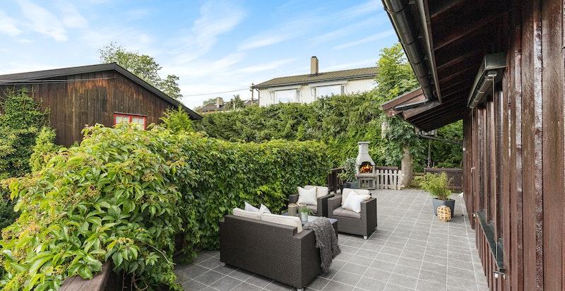 Flislagt terrasse på 38 kvm med gode solforhold