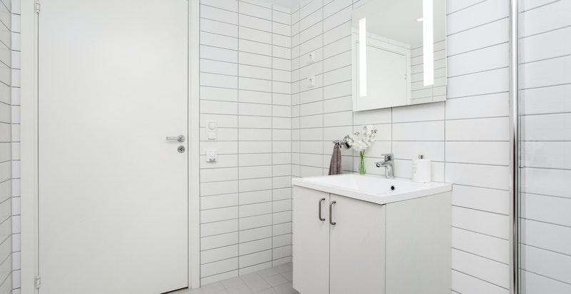 Opplegg for vaskemaskin og tørketrommel på bad.