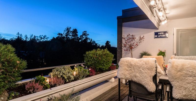 Terrasse med varmelamper som forlenger sesongen - Sol fra kl 14 til 22 (sommerstid)