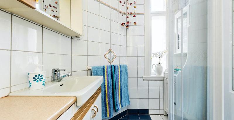Dusjbad med toalettet