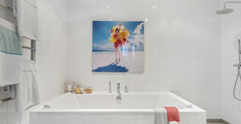 Hovedsoverom med direkte adkomst til stort bad/wc