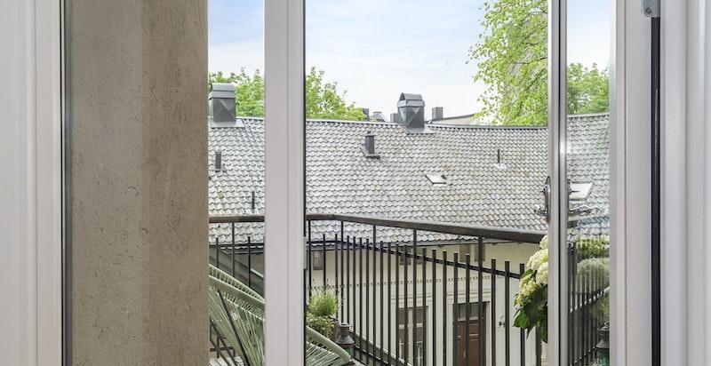 Utgang balkong mot bakgård