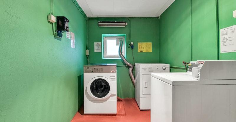 Felles vaskerom i kjeller