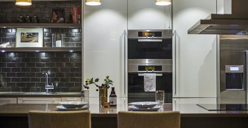 Detaljbilde fra kjøkkenet - medfølgende hvitevarer fra Miele og Siemens