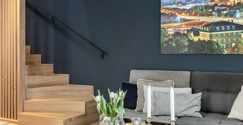 Moderne material- og fargevalg i hele boligen. Her kan du flytte rett inn.
