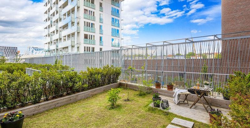 Norges kanskje råeste boligbygg Cliffhanger har du utsikt til fra hagen.
