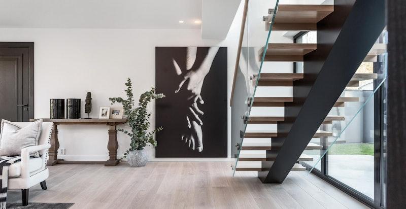 Elegant og luftig trapp mellom 2. og 3. etasje