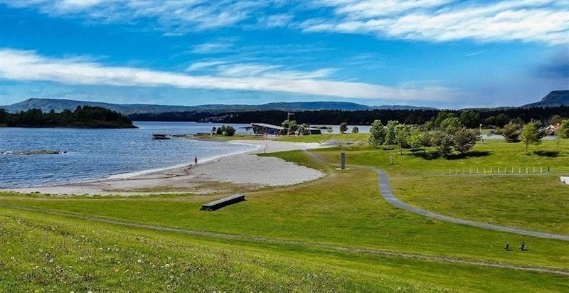 Storøya med badestrand og store grøntarealer
