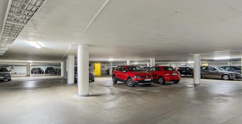 Medfølgende garasjeplass til leiligheten (med mulighet for oppkobling av ladestasjon til el-/hybridbil)