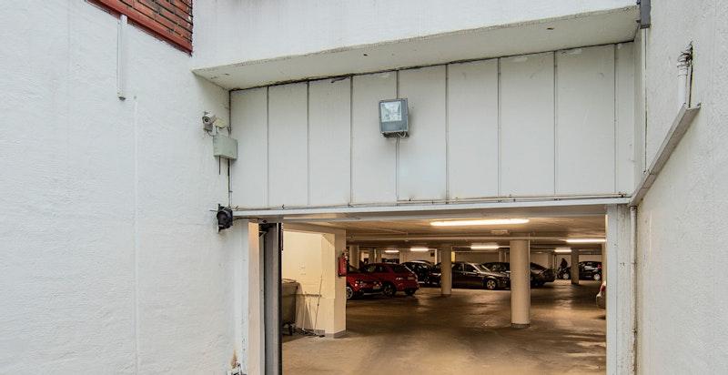 Nedkjøring til felles underjordisk garasjeanlegg