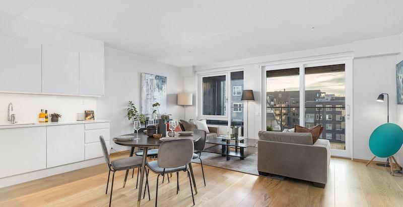 Romslig stue/kjøkken på hele 41 m²