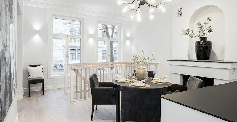Kjøkkenet har en generøs størrelse og har plass til en stor spisestue dersom dette er ønskelig.