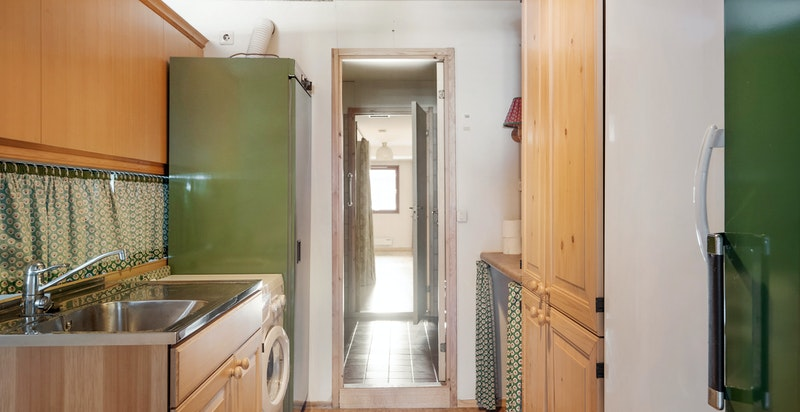 -Grovkjøkken/vaskeavdeling - gjennomgang til bad-