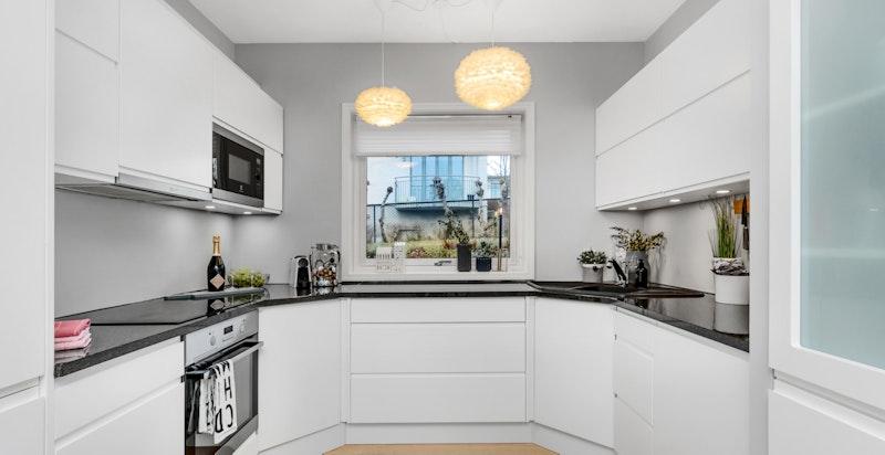 Lekkert kjøkken, delvis nytt i 2015 - integrerte hvitevarer medfølger