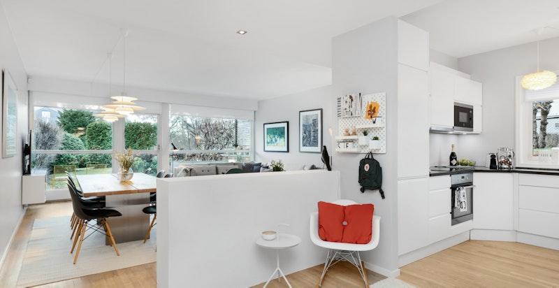 Delvis åpen løsning mellom kjøkken og stue