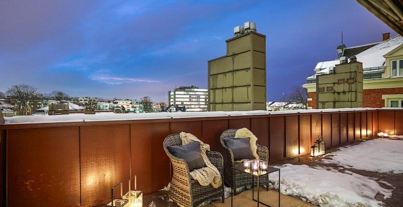God plass til møblering og lagring i utvendig bod på terrassen