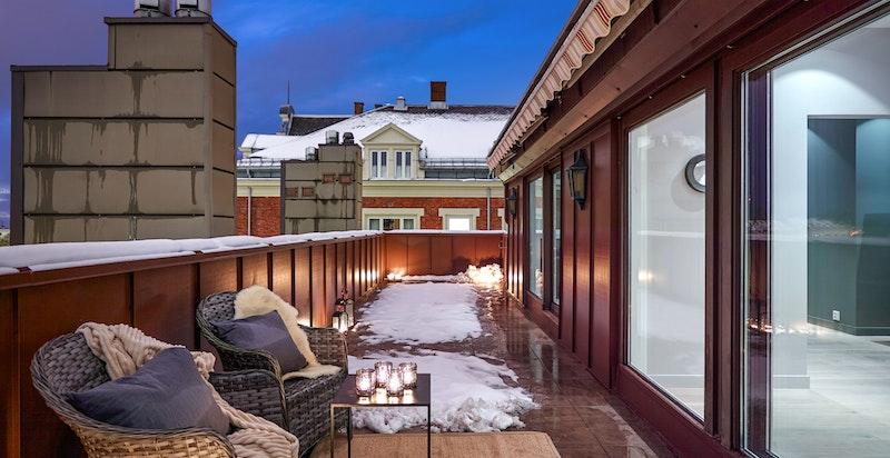 Stor terrasse på ca. 32 m² med kveldssol