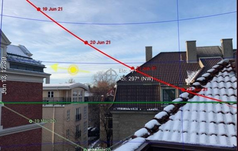 Midtsommers er det ihht. sol-app sol frem til kl. 21 på terrassens sydlige del