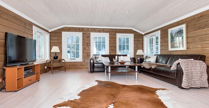 Det er en stor loftsstue i hytta som gjør at du har to avdelinger.