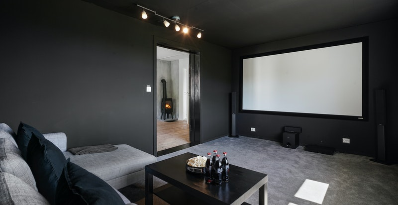 Flott kinorom med projektor - rommet ligger i tilknytning til soverom 4