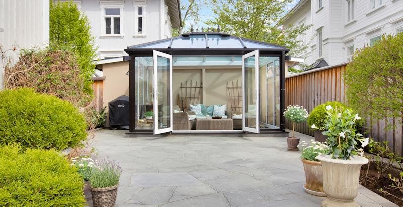 Vakker opparbeidet privat hage og terrasse designet av hagearkitekt