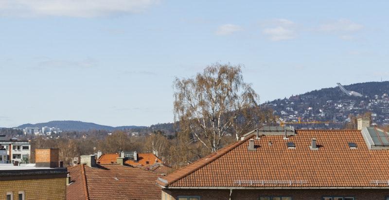 Flott utsyn fra balkongen mot bl.a. Holmenkollen i vest
