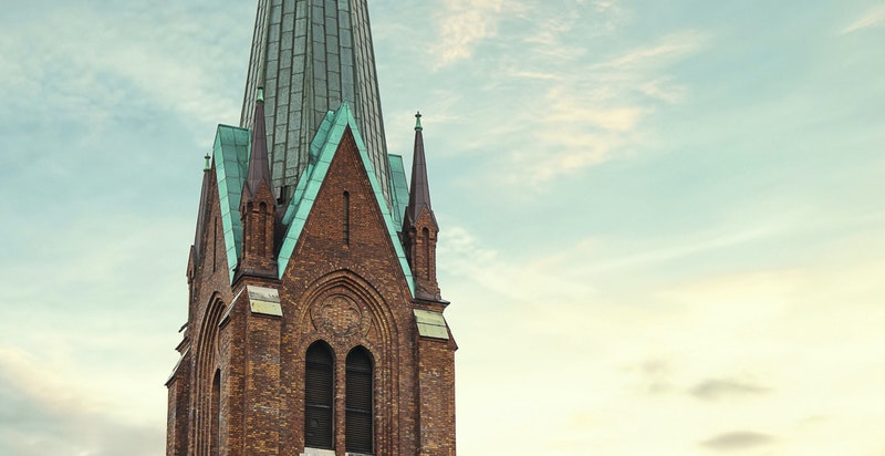 Ved Uranienborg kirke finner du også fredfulle Uranienborgparken
