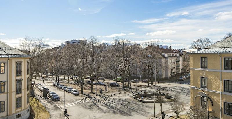 Like ved finner man Arno Bergs plass og flotte Gyldenløves gate
