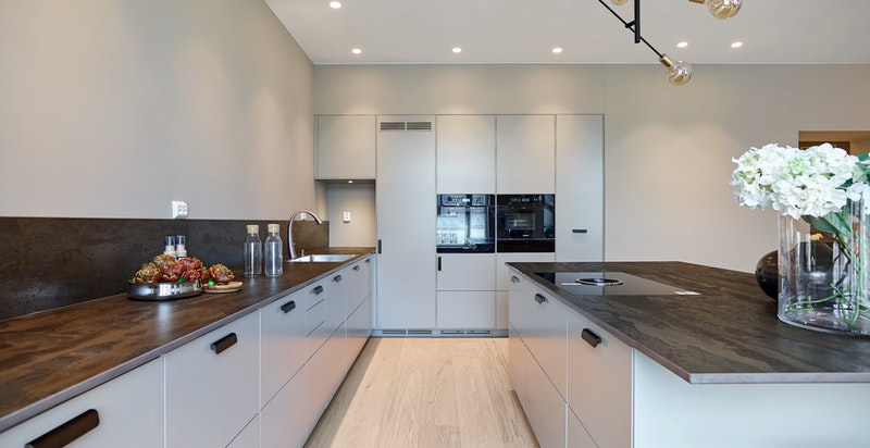 Elegant kjøkken med innredning fra Drømmekjøkkenet