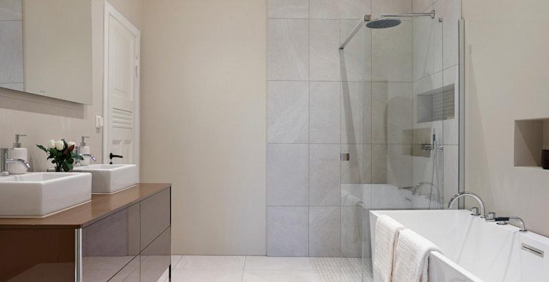 Hovedbad tilknyttet vaskerom