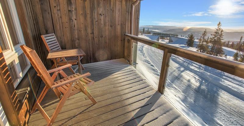 Solrik og romslig balkong