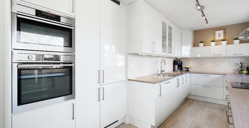 Kjøkkenet som var nytt i 2014 har moderne innredning levert av Norema