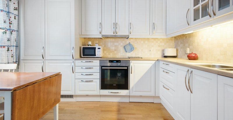 Moderne kjøkken fra HTH med integrerte hvitevarer