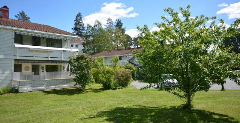 Fasade sett fra felles grøntområde.
