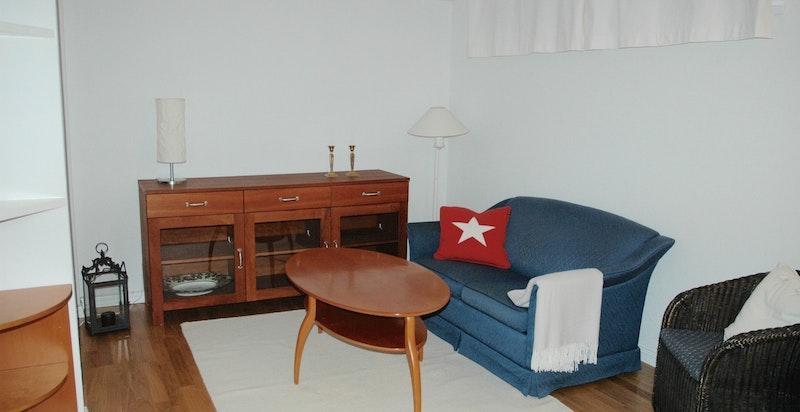 Innredet stue i underetasjen (privat foto)