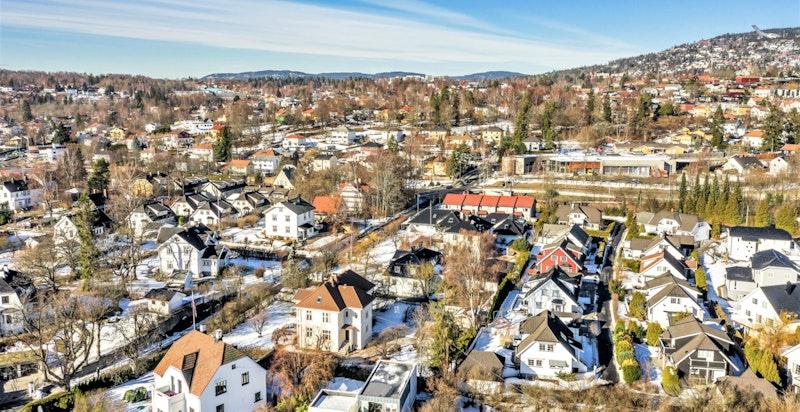 Utsyn mot nordvest, retning Sørkedalen og Holmenkollåsen
