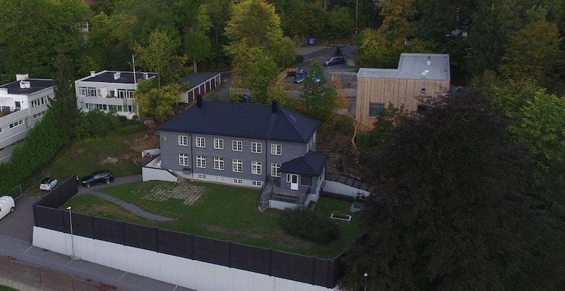 Fasade - oversiktsbilde over eiendommen